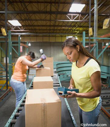 ALERE Shipping Software Woman Warehouse Worder